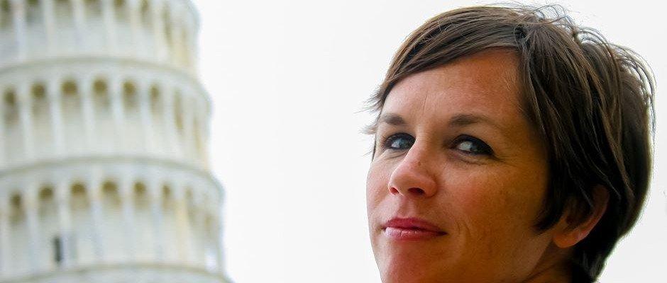 Junge Frau Schiefe Turm von Pisa