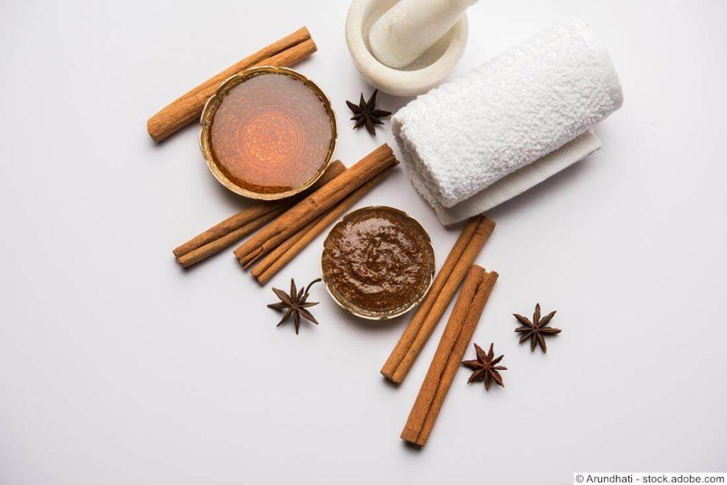 Gesichtsmaske-aus-Honig-Zimt