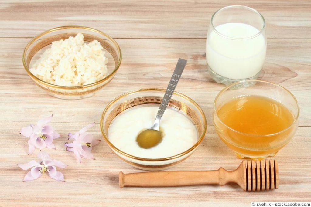 Gesichtsmaske mit Reis, Milch, Honig